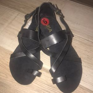 Black Strappy MIA flat sandal sz 6 BNWT